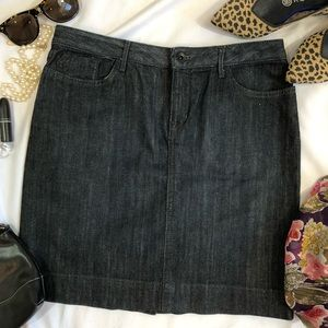 Banana Republic denim skirt dark wash stretch A27